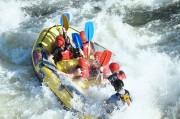 Des amis font une descente en rafting près de Toulouse