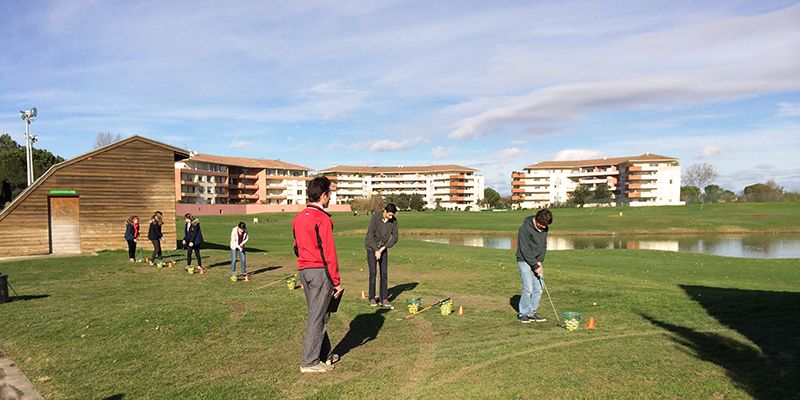 initiation au golf au practice à Toulouse
