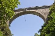 un saut à l'élastique du pont napoléon à Luz St Sauveur