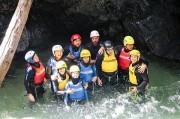 un groupe lors du canyoning en eau chaude