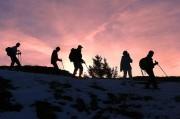 un groupe lors de la balade nocturne en raquettes à neige