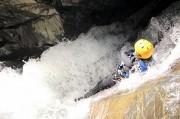 un toboggan du canyoning en eau chaude