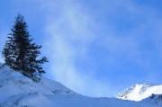 un paysage de la randonnée en raquette à neige