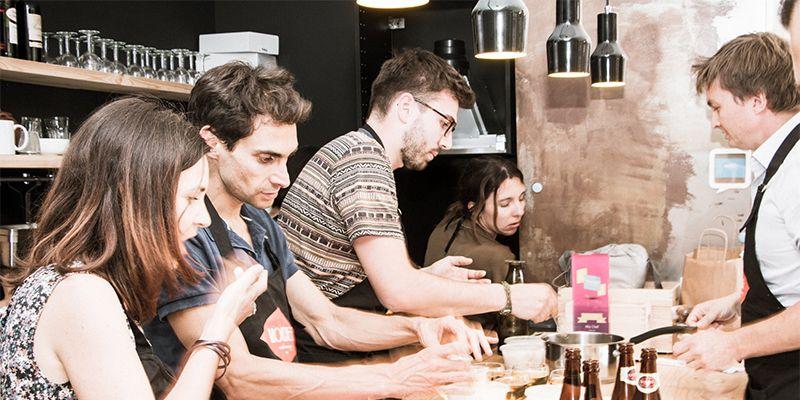 un groupe réalise un menu de chef
