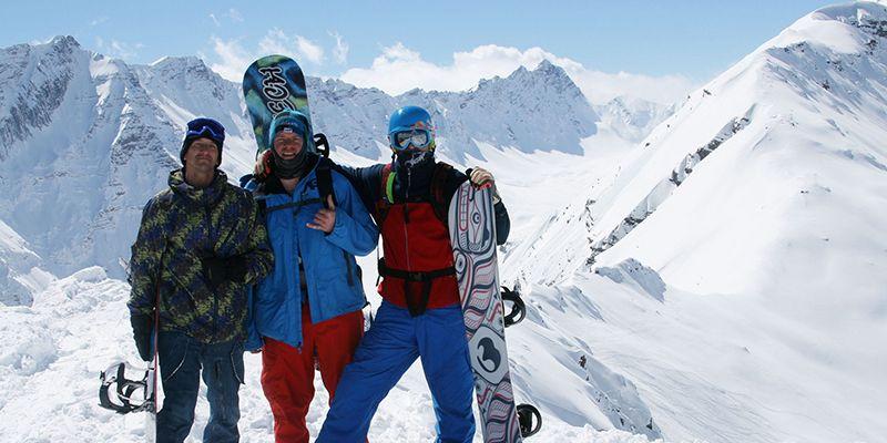 3 snowboarders lors du ski hors piste à Luchon