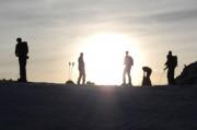 un groupe lors de la randonnée en ski nocturne proche de toulouse